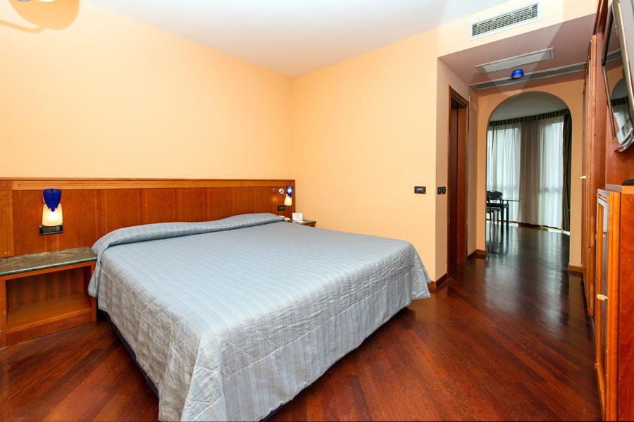 Camera Da Letto Con Jacuzzi: Appartamento di lusso camera da letto con jacuzz...